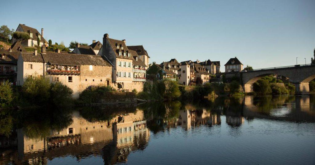Camping le Gibanel : quels sont les villages à visiter en Vallée de la Dordogne ?