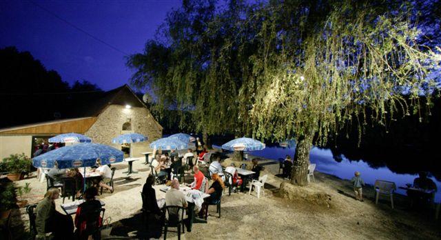 Quels sont les hébergements du Domaine Du Lac, près de Rocamadour ?