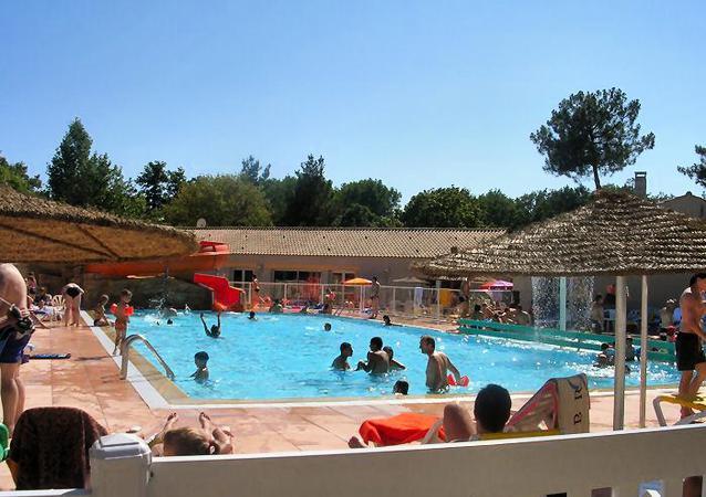 Découvrez l'espace aquatique du camping La Puerta del Sol alliant chaleur et eau !